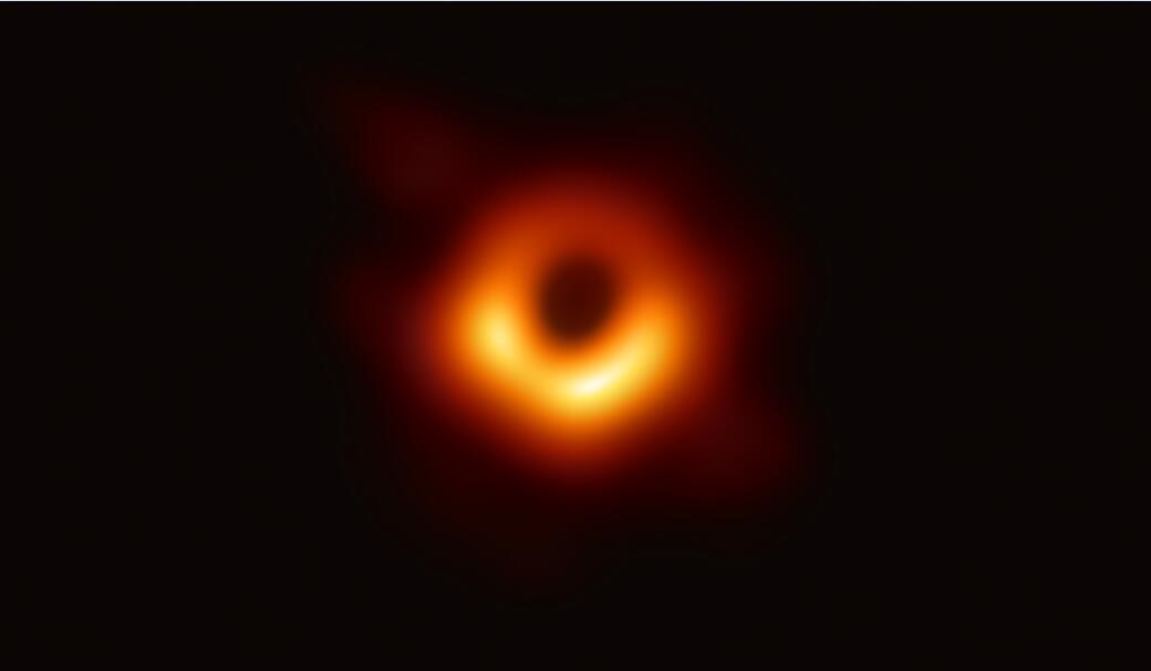 183MB的高清黑洞照片